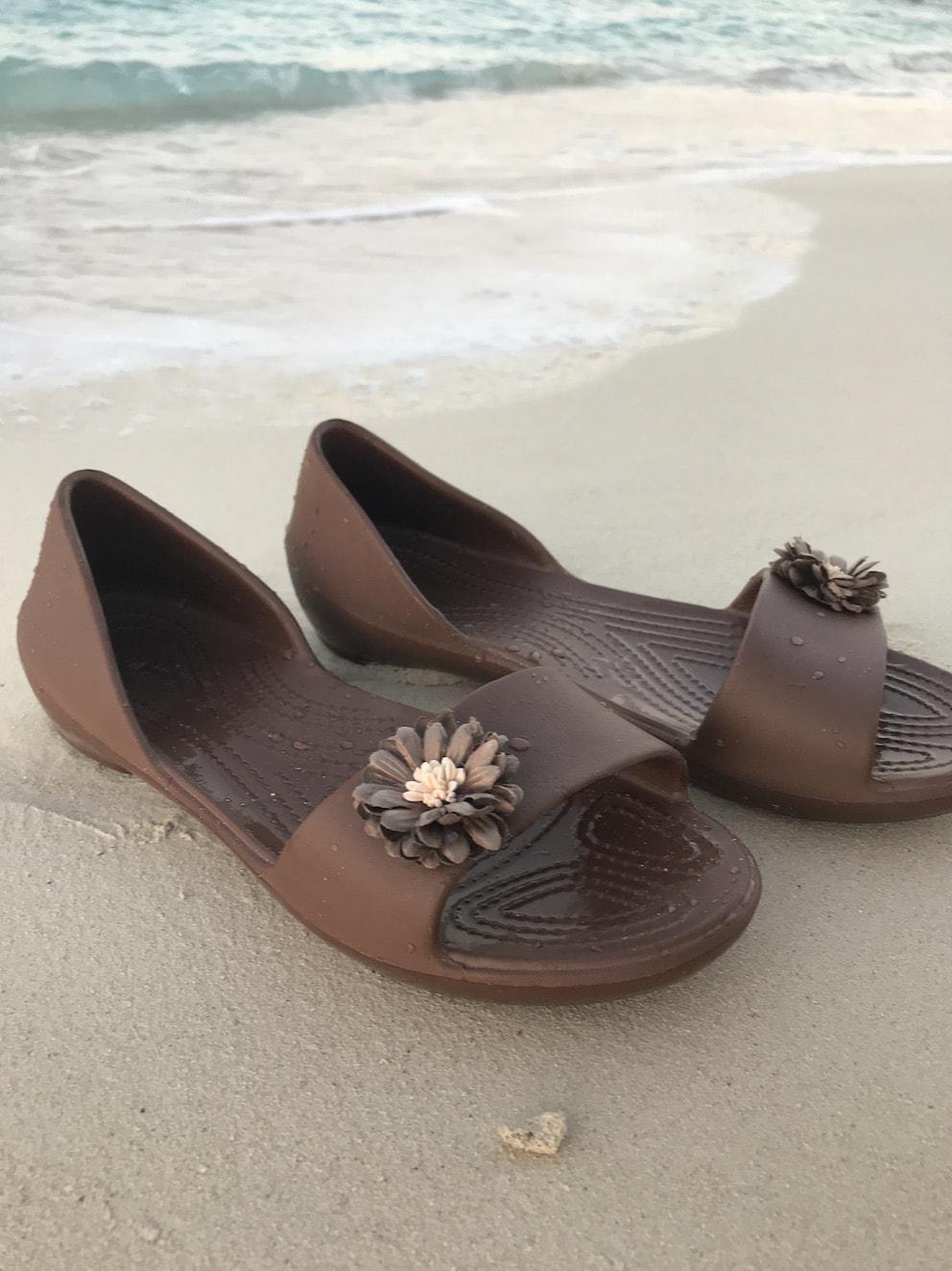 Flower Flip Flops in Chocolate Brown